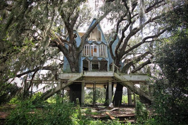 Post-The-Most-Beautiful-Treehouses-From-All-Over-The-World1__700