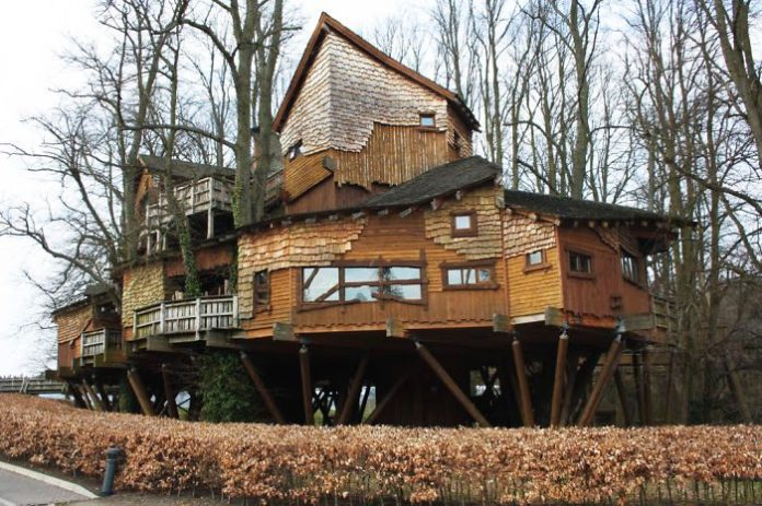 Post-The-Most-Beautiful-Treehouses-From-All-Over-The-World5__700