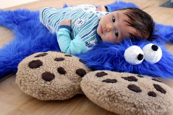 side-view-baby-cookie-monster-rug