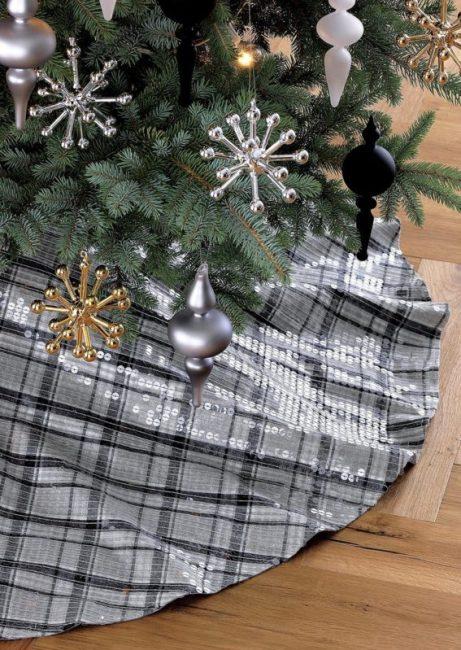 highland-tree-skirt