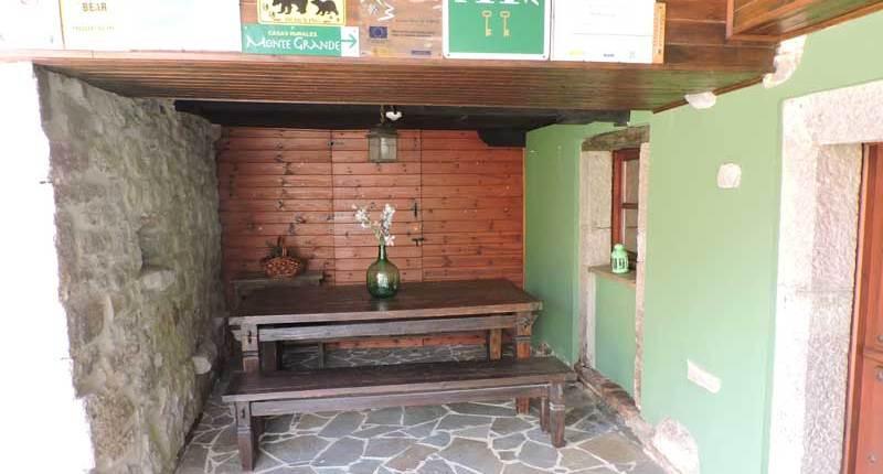 casa rural con barbacoa y zona exterior