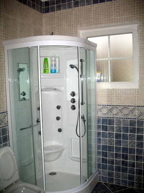 Cabina de ducha en Casas prefabricadas FOTO CASA DE MADERA  ACABADO INTERIOR