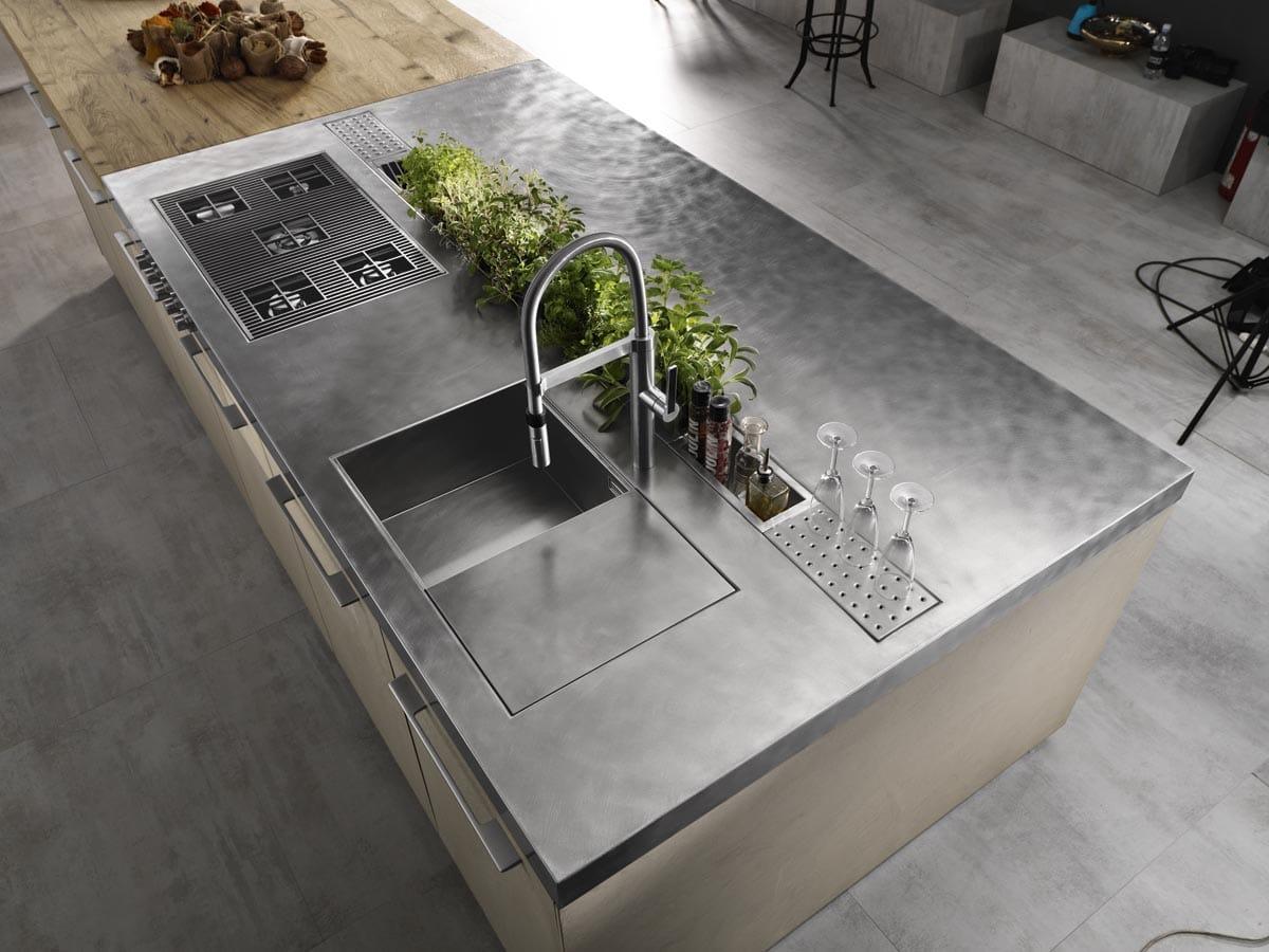 Cucina ad isola in resina di cemento e piano in acciaio  CasaStore Salerno