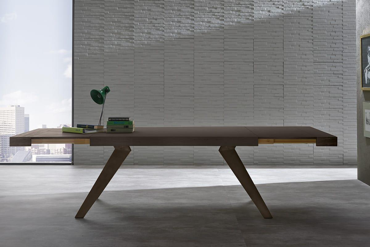Tavolo Remedy struttura in acciaio e piano effetto legno