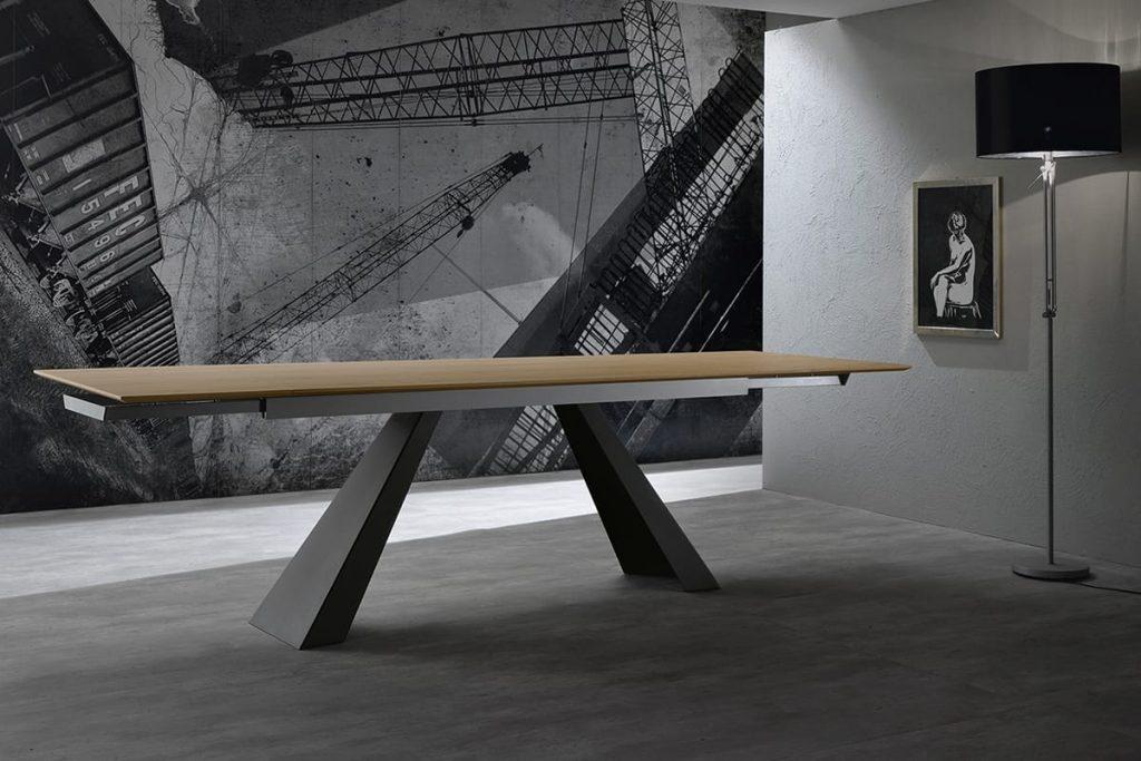 Tavolo allungabile in rovere e gambe in metallo