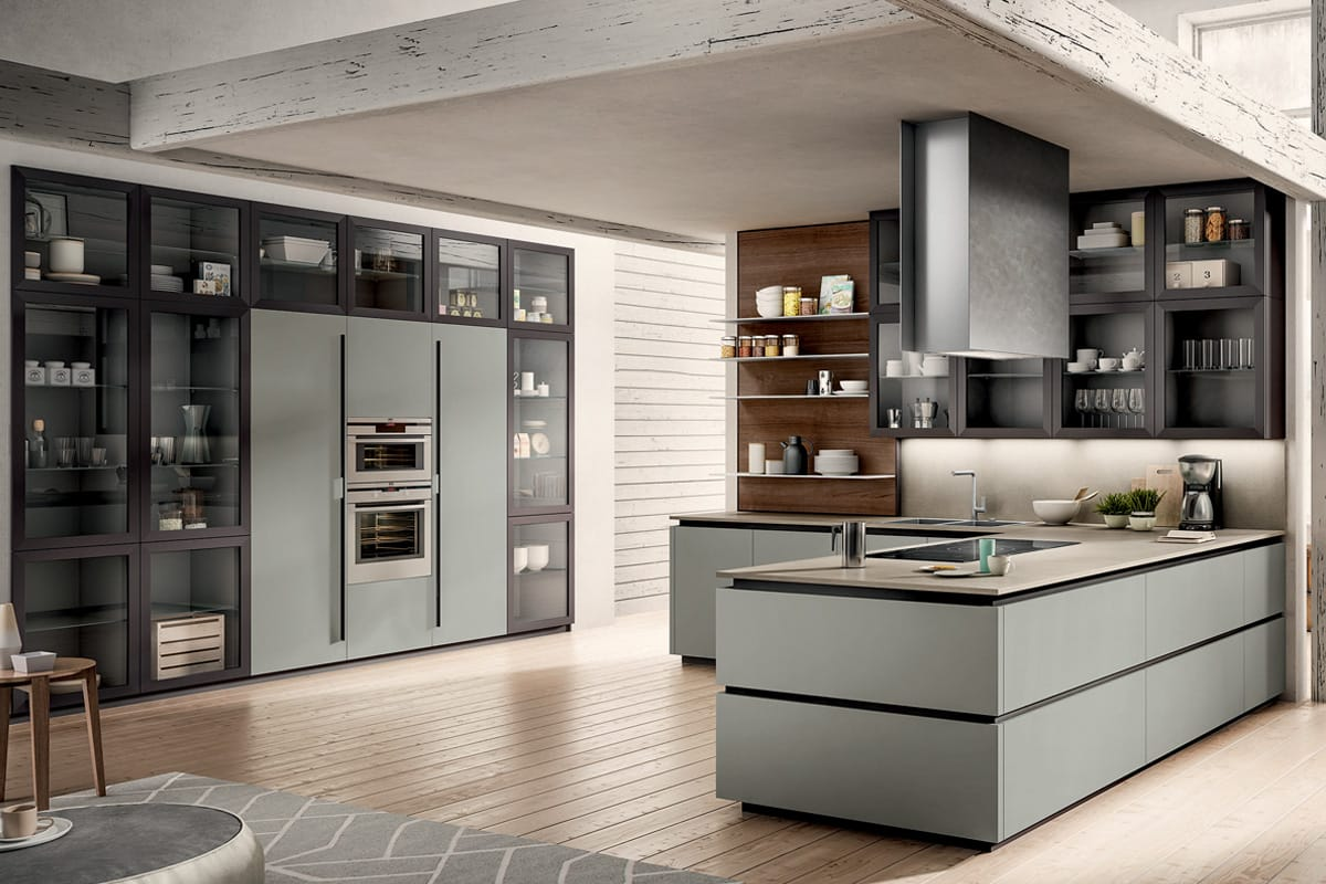 Cucina moderna con penisola colonne attrezzate e boiserie