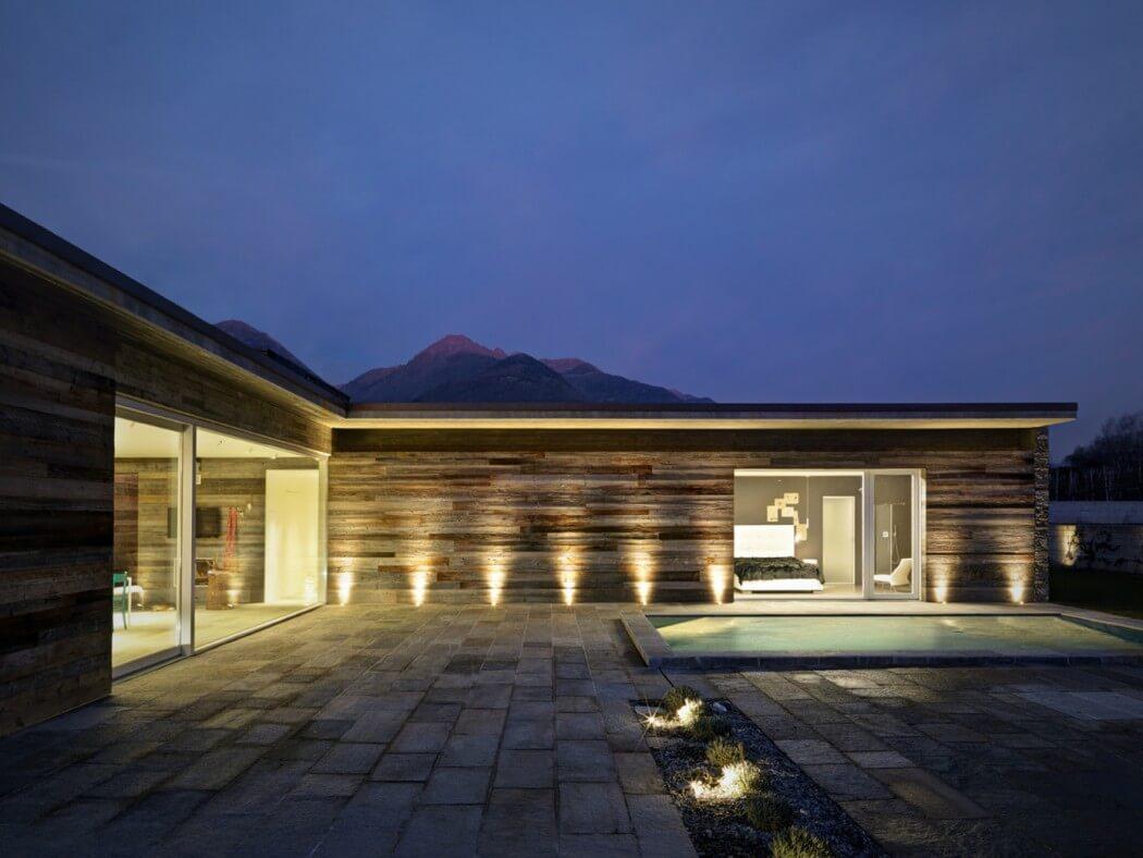 Fachada de piedra en una casa moderna en Italia Casas y
