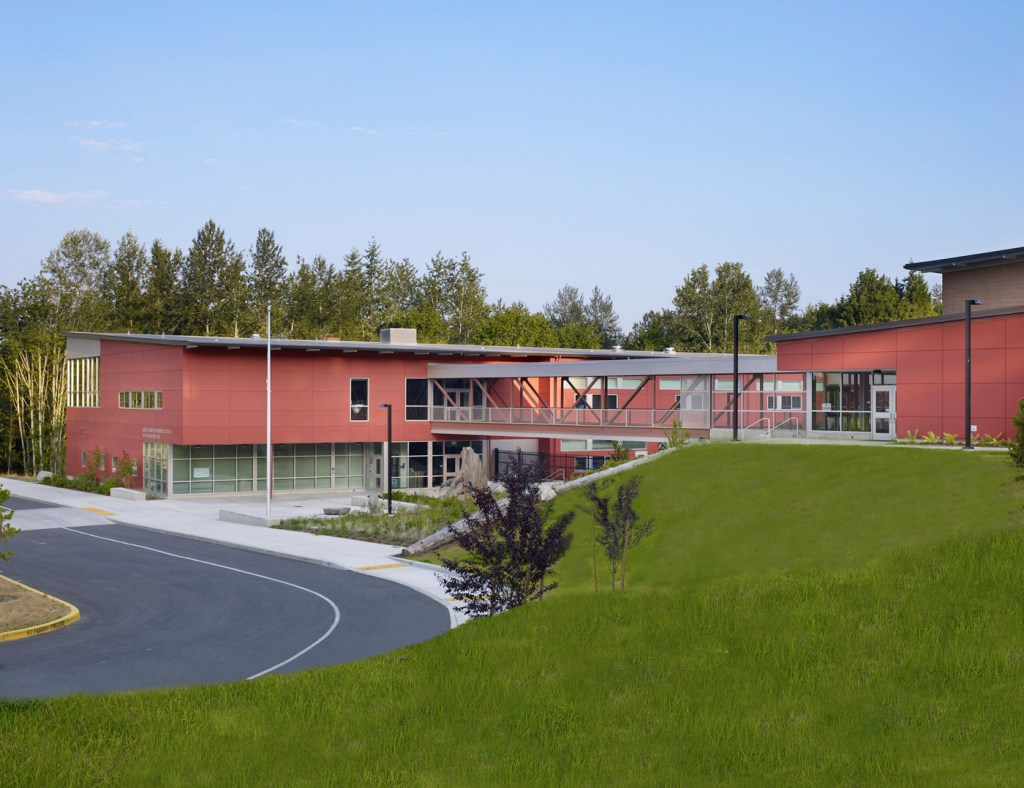 Little Cedars Elementary School, Snohomish, Washington Image license for, NAC Architecture © Benjamin Benschneider All Rights Reserved. Usage may be arranged by contacting Benjamin Benschneider Photography. E-mail: bbenschneider@comcast.net or phone 206-789-5973