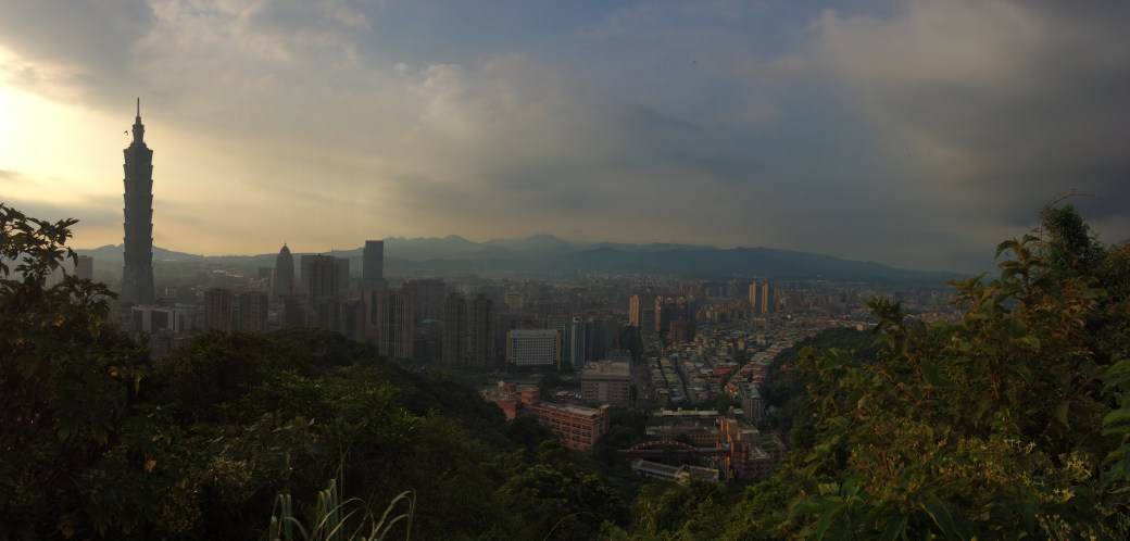 Taipei 101 and the surrounding city as seen from the top of Xiangshan (Elephant Mountain)