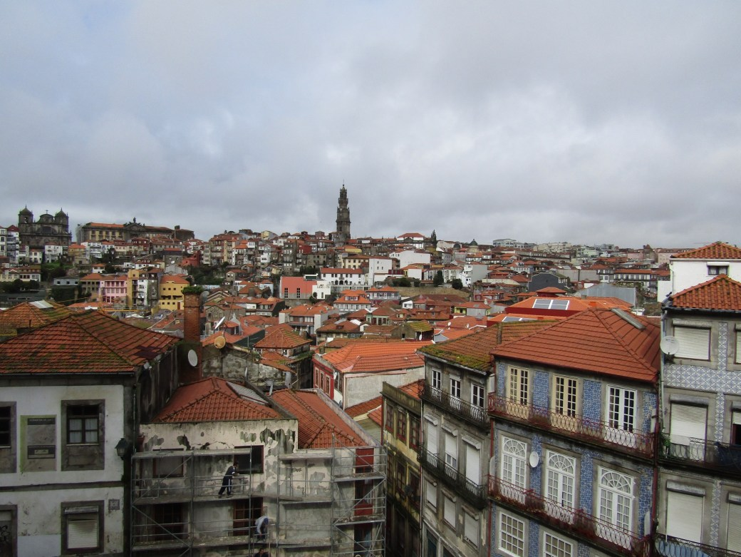 The red roofs of Porto with the Torre dos Clérigos rising high above the rest of the city.