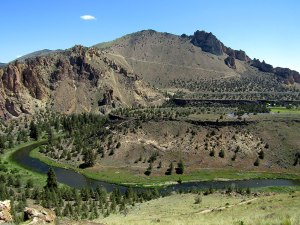 Looking north toward the Crooked River from the summit of the Misery Ridge Trail.