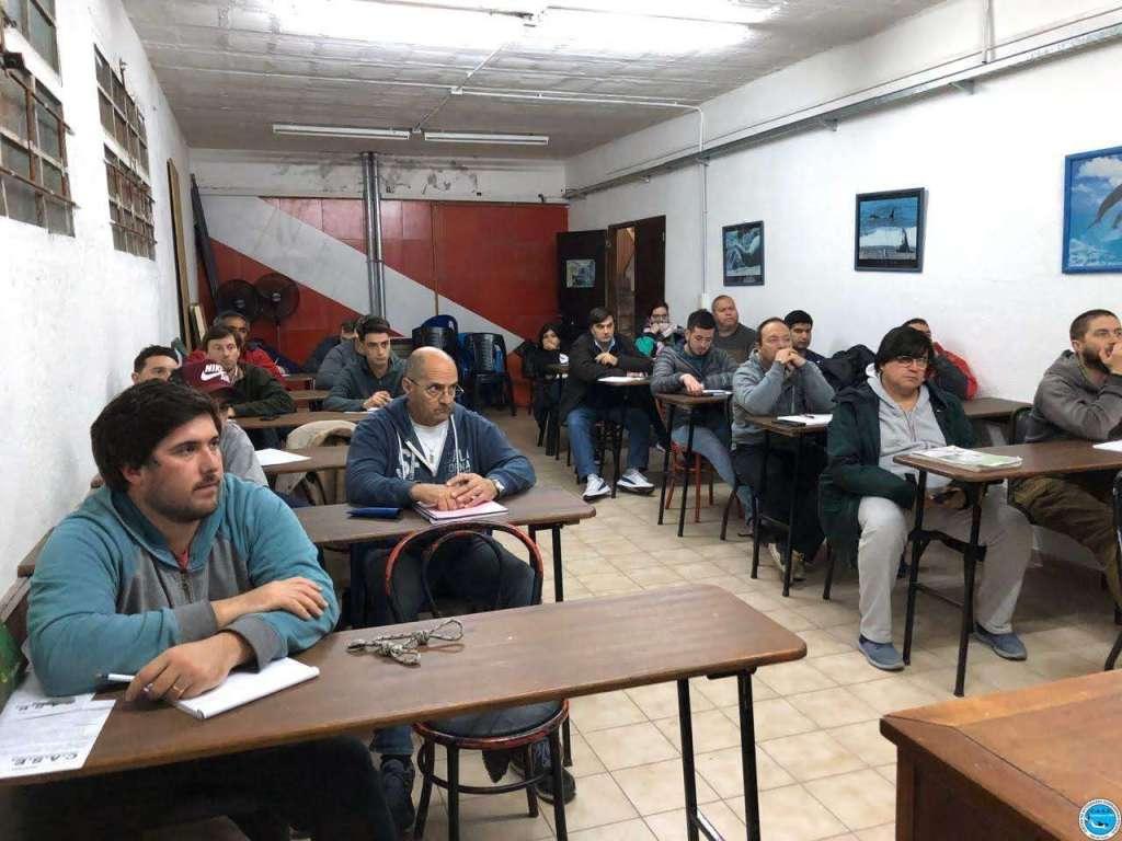 Multitudinario curso de Timonel de Yate Motor 1