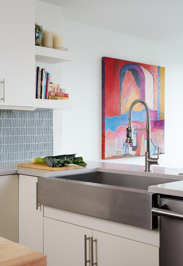 stainless steel apron sink in peninsula