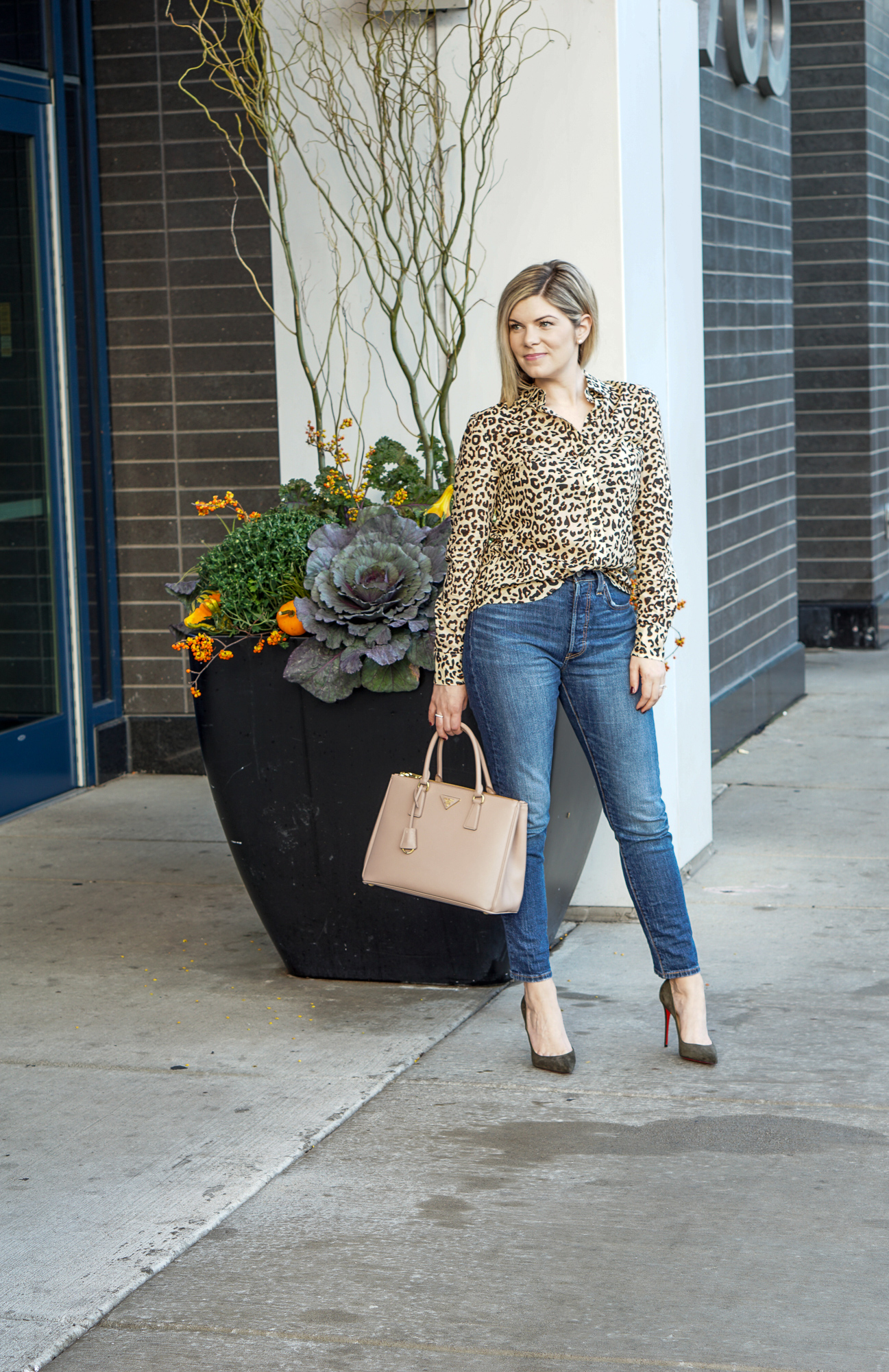 2538f703e2 dressy-mom-jeans-outfit-6