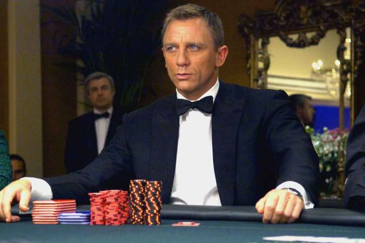 James Bond en un juego de póquer