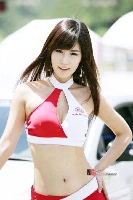 Song Jina, an Asian model posing as a grid girl