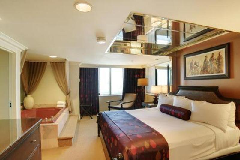 High rollers and others with deep pockets used to be able to stay in suites like this one in the now closed Chairman's Tower. (Source: credit:tours4fun.com))