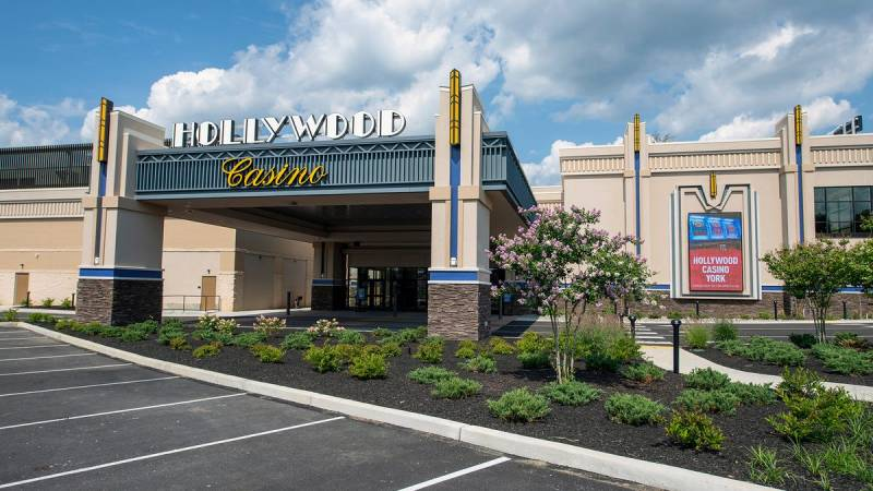 Pennsylvanias Hollywood Casino Cleans Up After Man Poops