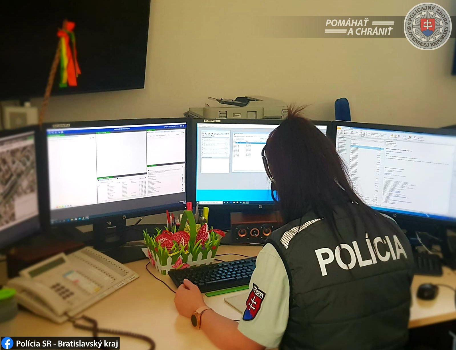 Policajti zabránili žene, aby vyskočila z dvanásteho poschodia