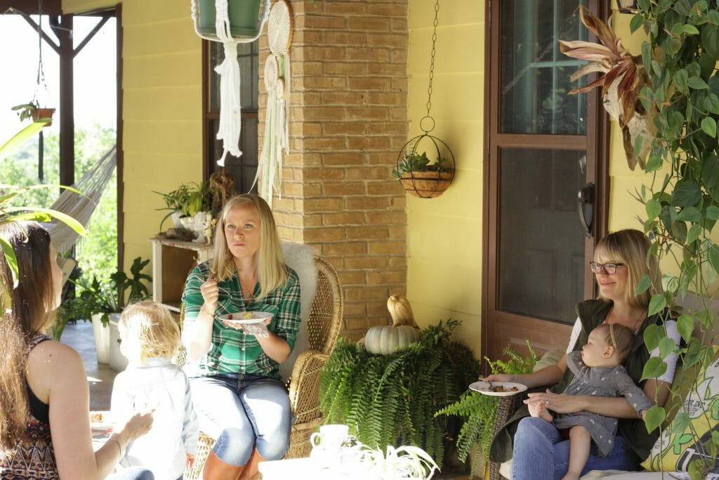 fall-brunch-with-friends-on-porch