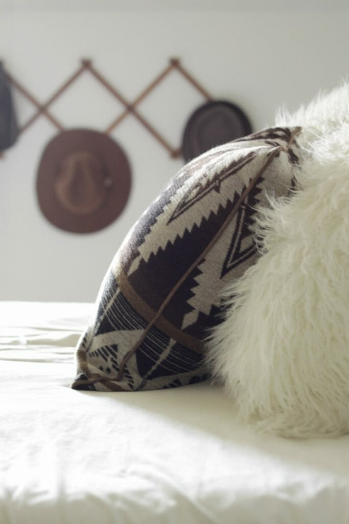 kilim-pillow-fur-pillow-hat-rack-fall-bedroom