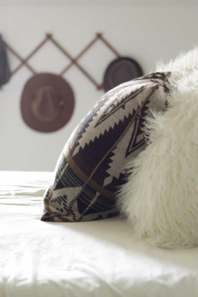 kilim-pillow-fur-pillow-hat-rack-fall-bedroom