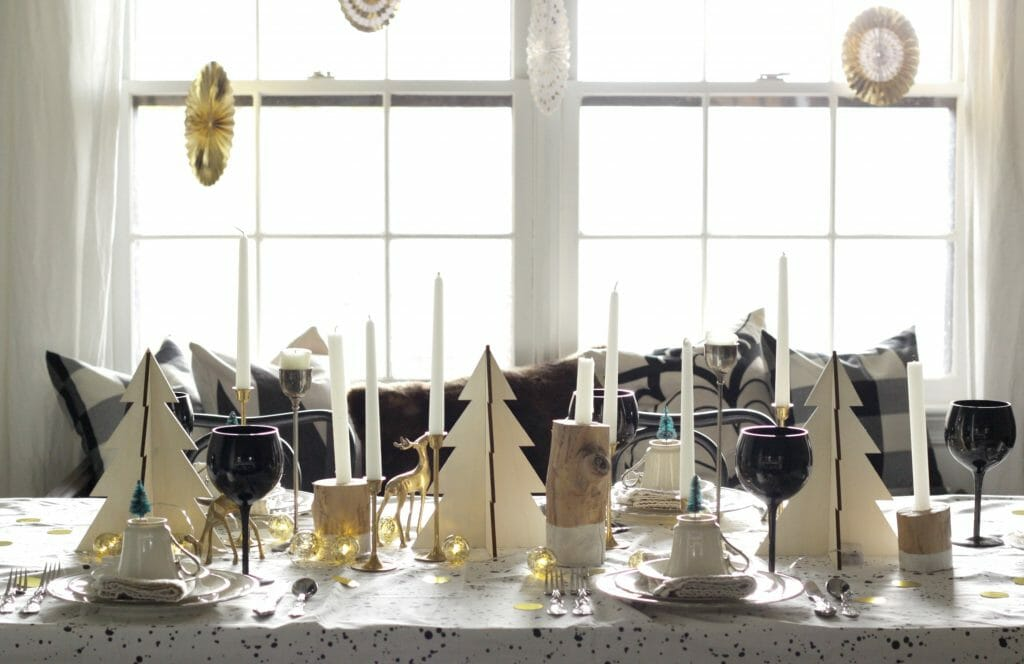 black-gold-white-wood-christmas-table