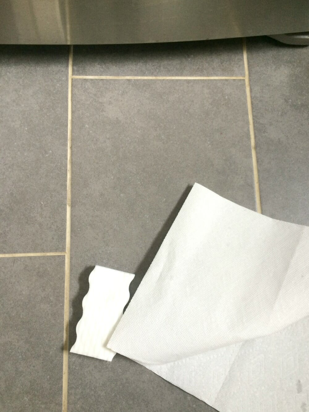 The easiest way to clean white grout cassie bustamante for How do you clean white grout