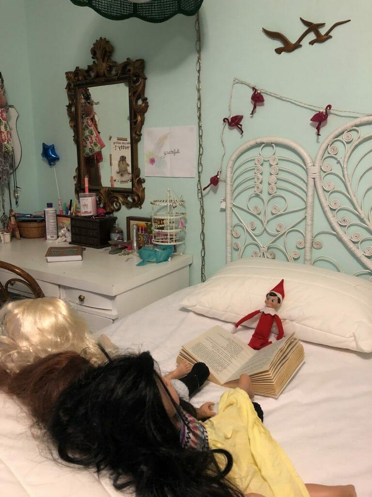 Elf reading story to dolls