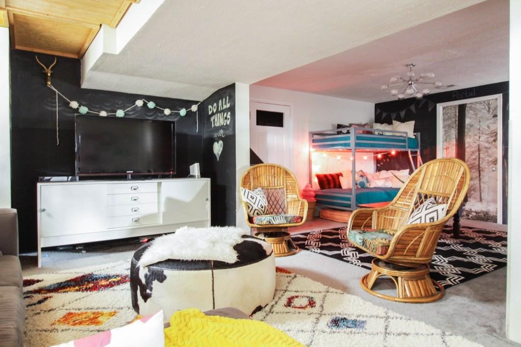Tween lounge with bunk beds
