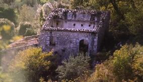 Una delle abitazioni abbandonate a Fossa Maiura