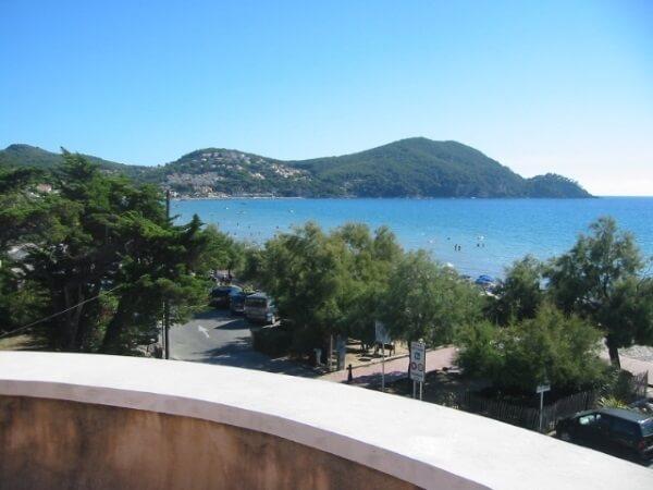 Blick von einer Ferienwohnung in Saint-Cyr-sur-Mer in Richtung La Madrague