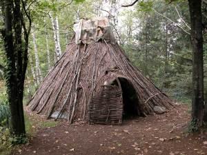 Ricostruzione di una capanna del primo neolitico tipo Alba - centro archeologia sperimentale torino - Attività capanne