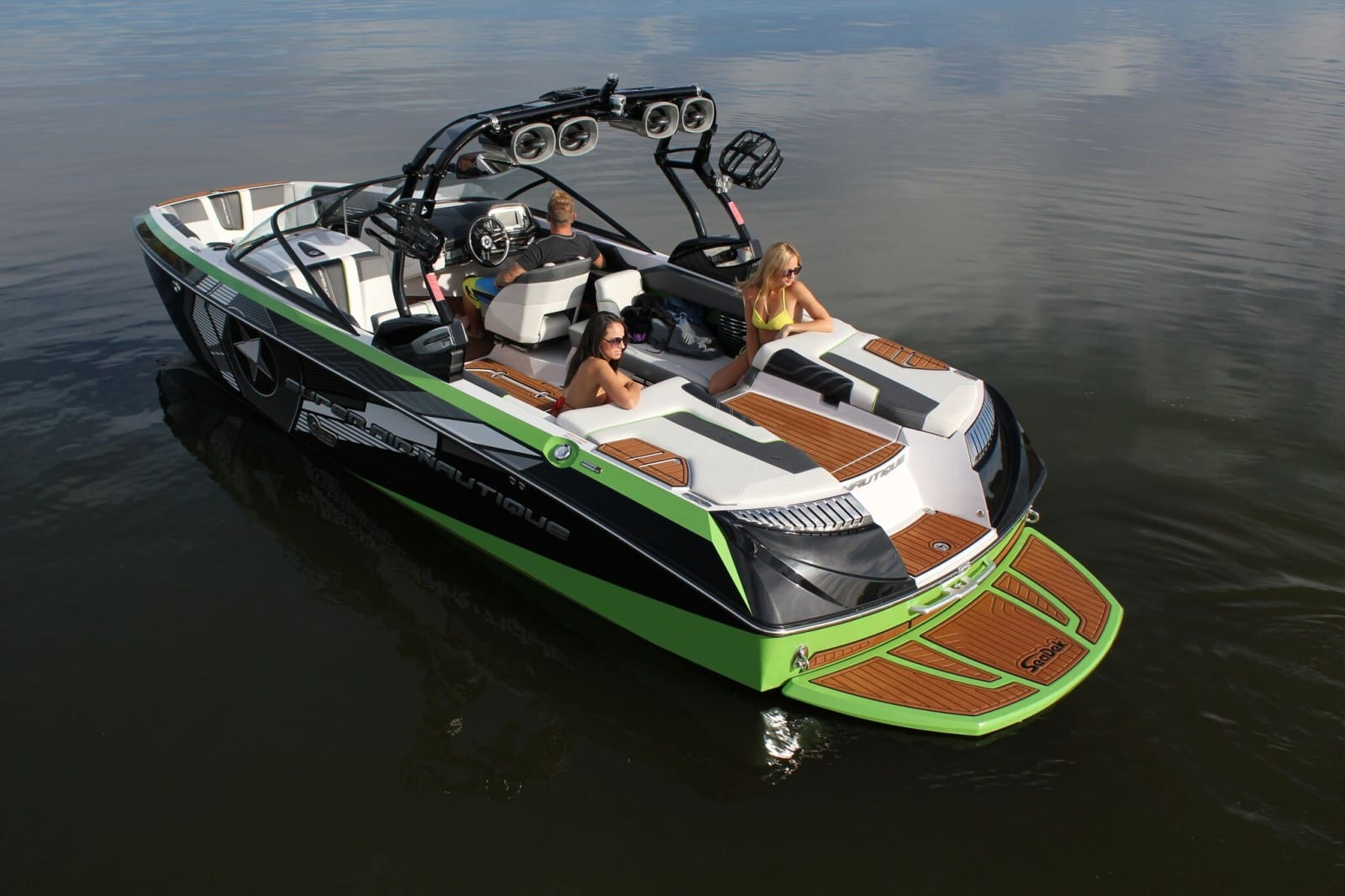 Wake  Ski Boats  Castaway Customs