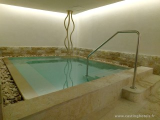 Spa 6 senses / bassin chaud côté femme - The Alpina Gstaad