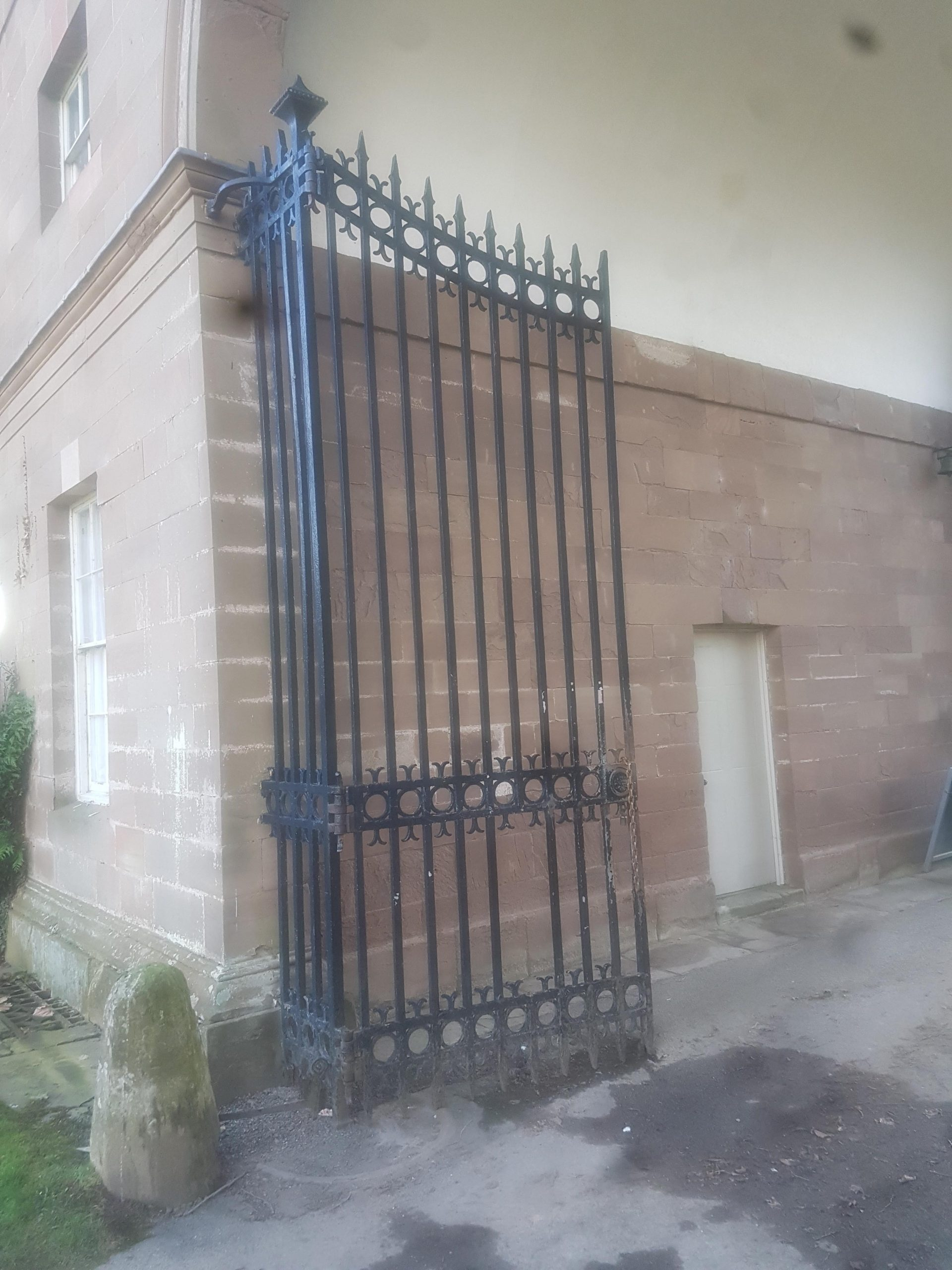 Stately home heritage site in need of cast iron welding repairs on cast iron gates