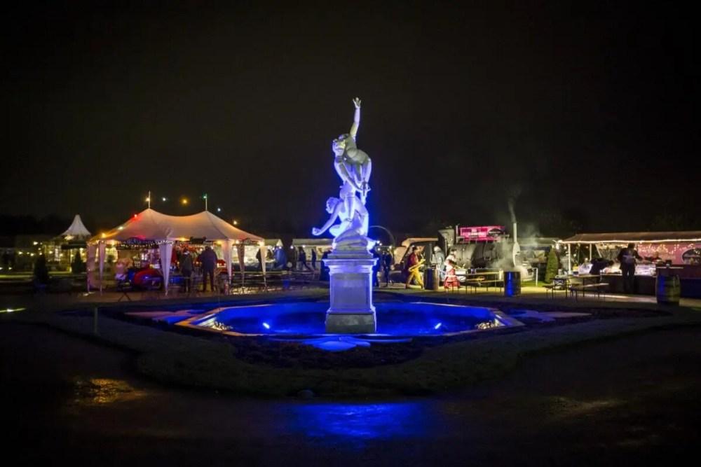 Opbouwen Castle Christmas Fair te Heemskerk