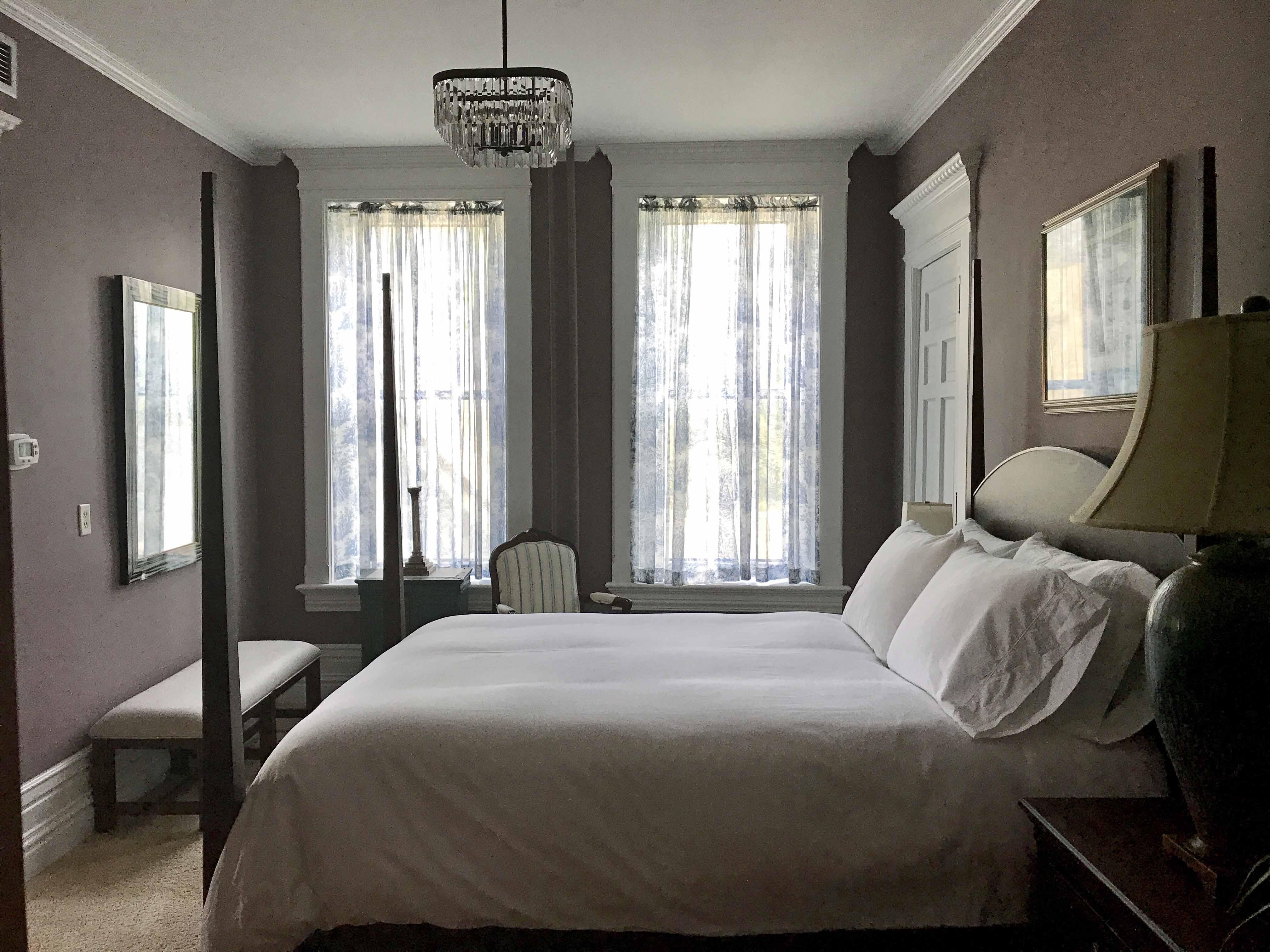 The Oak Suite - Castle La Crosse Bed and Breakfast