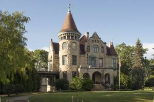 Castle La Crosse Bed and Breakfast on a Sunny Day