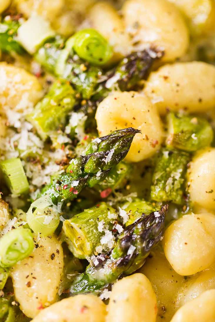 Gnocchipfanne Gnocchi Gorgonzola Parmesan Spargel Asparagus casual cooking österreichischer food blog