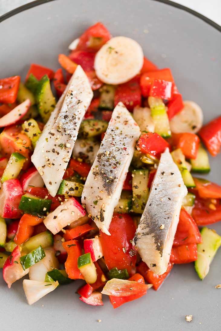 Sommersalat mit Matjes Salat Hering Sommer casual cooking österreichischer food blog