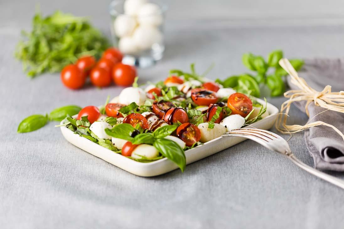 Gnocchi Salat mediteran mit Rucola und Mozzarellacasual cooking österreichischer food blog