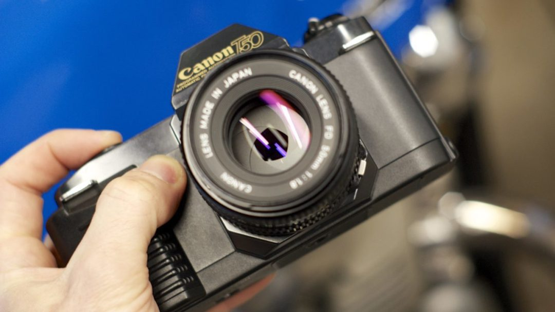 One-handed Canon T50