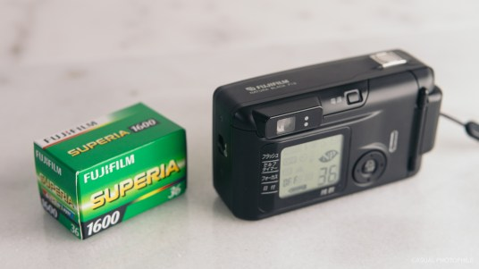 fujifilm natura black f1.9 product photos-3