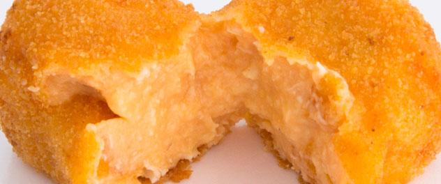 Croqueta de pollo en salsa de maíz