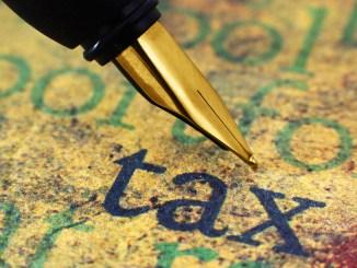 Fountain pen on tax image