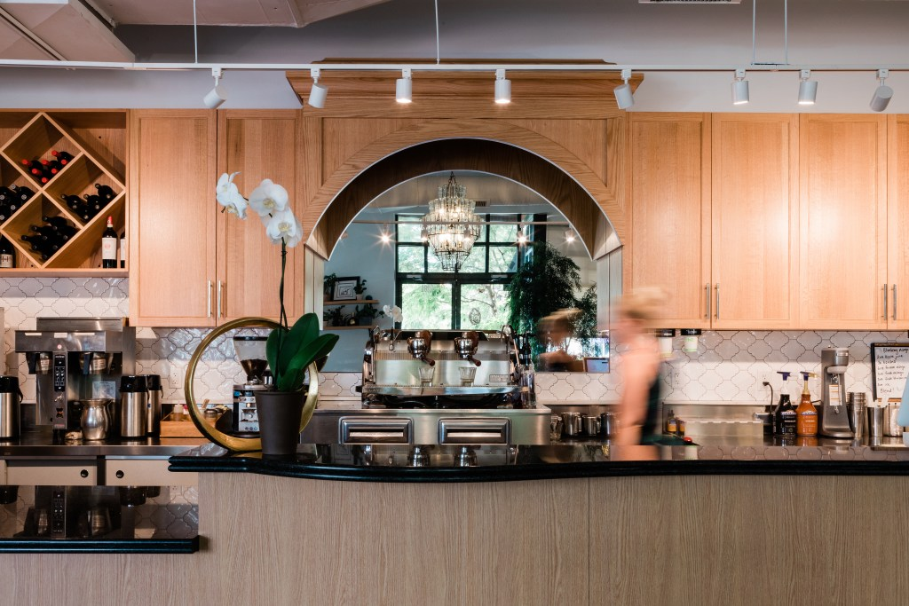 New cabinets and lighting in La Vita Dolce - Cat French Design