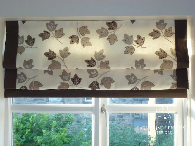 Lined roman blind with contrast borders in an Edinburgh kitchen. Fabric by Harlequin