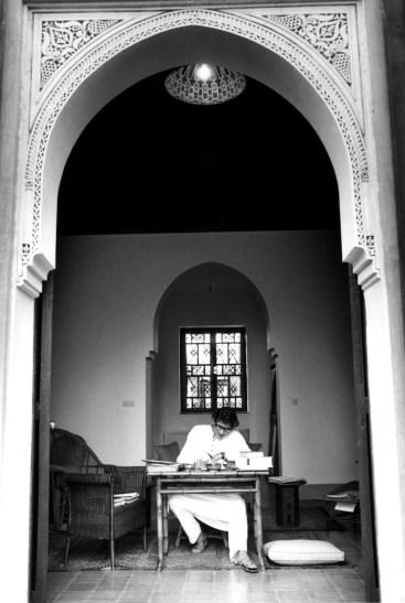 Yves Saint Laurent dans sa maison de Marrakech - 1976 PB 050876/4-8A