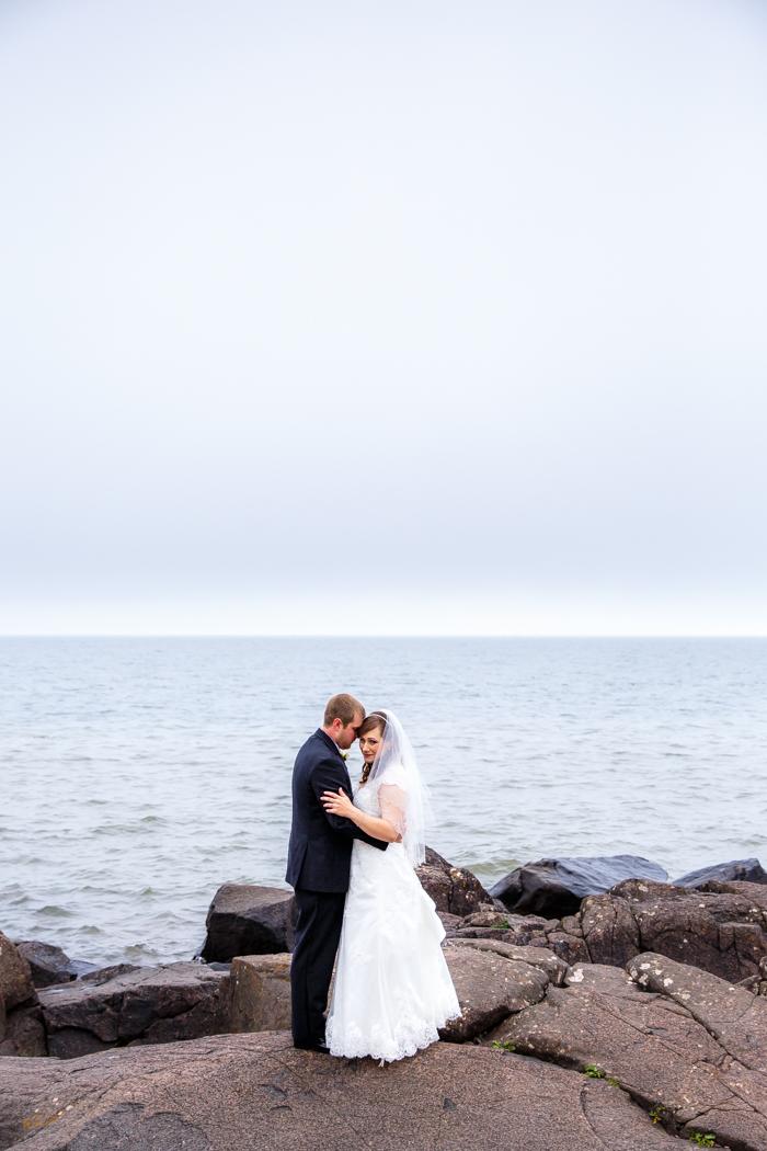 Lake Superior North Shore Wedding_Wisconsin Wedding Photographer-16